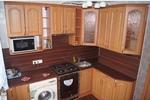 Фасады цвета ольха на кухне среднего класса в классическом стиле