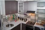 Кухня в стиле модерн для небольшого помещения с фасадами МДФ пленка Виниловый титан