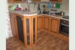 Классическая кухня с патинированными фасадами цвета вишня