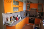 Оранжевая кухня мдф в модерн стиле с фурнитурой Blum