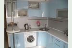 Кухня модерн голубой металлик с вогнутыми фасадами