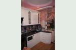 Белая глянцевая кухня мдф в стиле модерн с барной стойкой