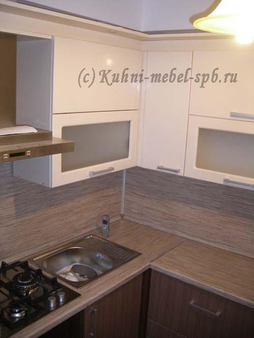 кухни со столешницей тростник